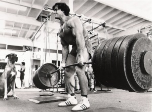 franco-columbu-deadlift-in-the-gym